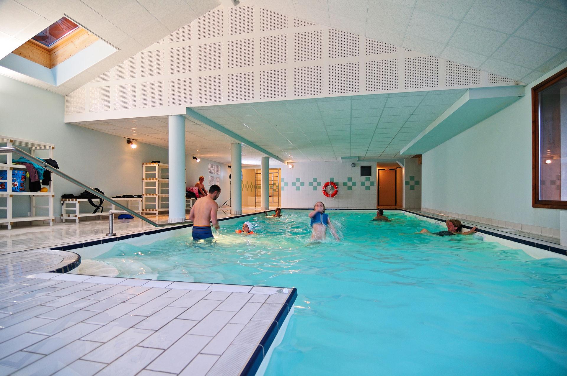 Residence les chalets des evettes 3 location auvergne - Location auvergne piscine ...